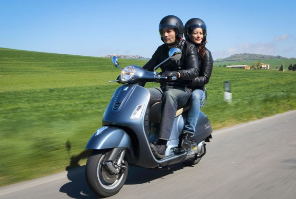 2014-Vespa-GTS300-Super-ABS-Action-07