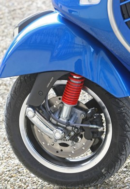 2014-Vespa-GTS300-Super-ABS-Front-Wheel