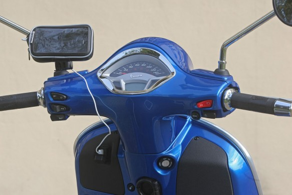2014-Vespa-GTS300-Super-ABS-Gauges