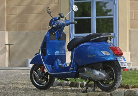 2014-Vespa-GTS300-Super-ABS-Left-Side