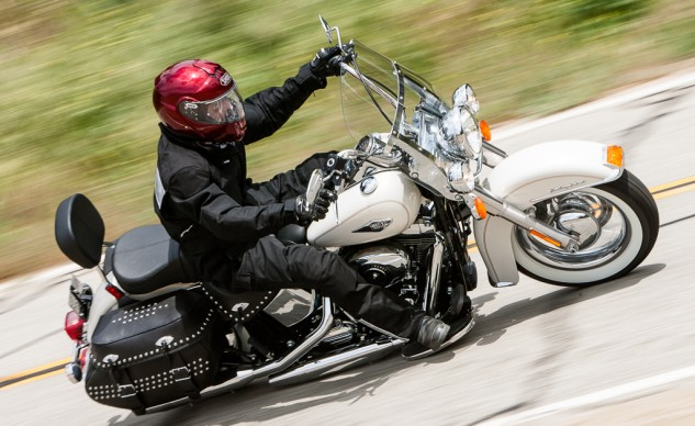 2014-leatherbagger-shootout-action-Harley-EBrasfield-7175