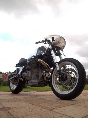 Santiago-Choppers-Moto-Guzzi-Front-Right