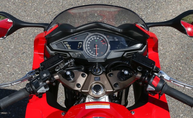 The additional buttons on the left grip and the front suspension adjusters reveal this is a Deluxe model. While a wealth of information is delivered by the instruments, the readouts are toggled by the buttons awkwardly located behind the clutch master cylinder.