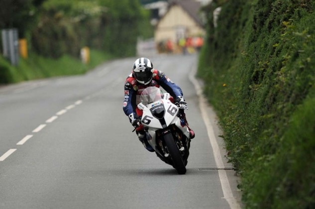 060914-2014-isle-of-man-tt-michael-dunlop-2