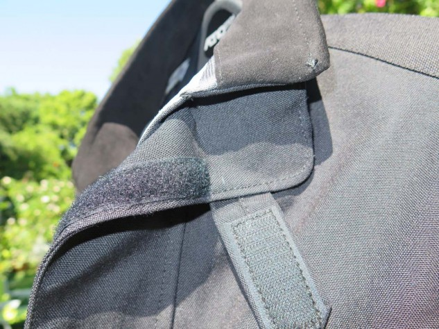 Rare-earth magnets hold the collar open to let air in; you can remove them in the winter if you wanna.