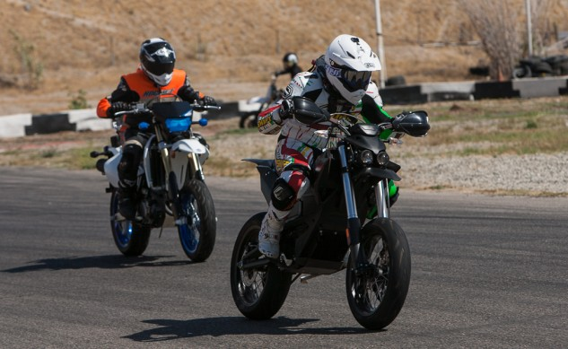 061714-gas-electric-supermoto-shootout-SoCalSupermoto-GroupAction-9175
