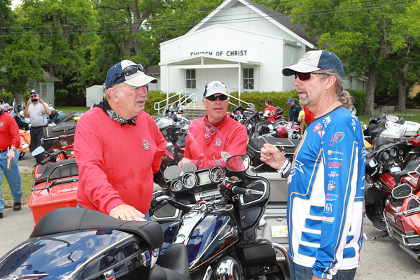 Author of this story and long-time Autoweek writer, Al Pearce (left), talks with Kyle Petty during a fuel stop in Florida.