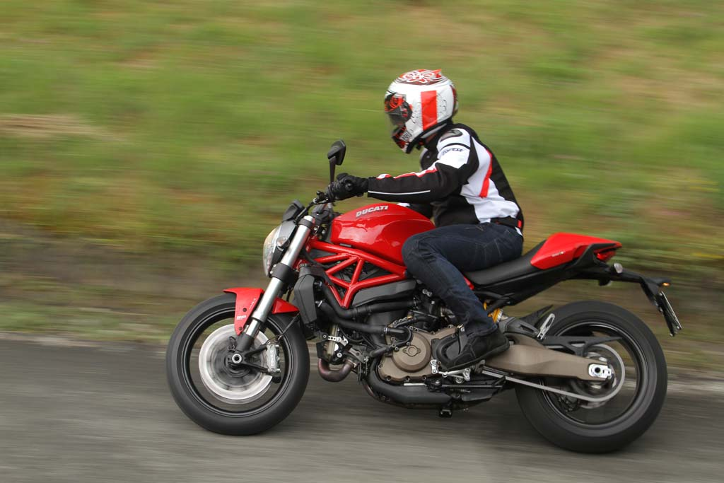 2015 ducati monster 821 review first ride. Black Bedroom Furniture Sets. Home Design Ideas