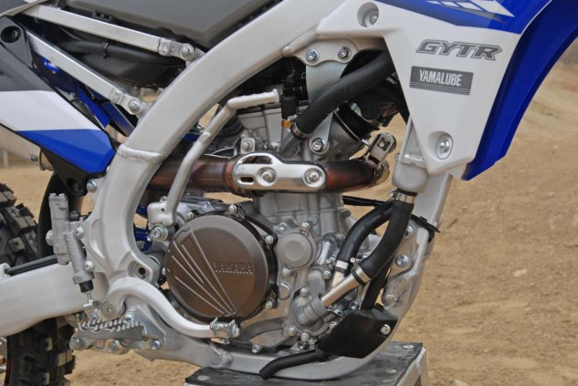 249cc engine features a 6.2-degree rearward slanted cylinder and reverse cylinder head configuration with a straight downdraft intake and symmetrical ports. The combination yields a compact powerhouse that centralizes the engine's mass in the chassis. Yamaha has revised the exhaust cam to make the '15 model much easier to start.