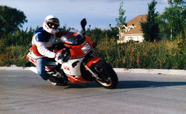 As far as I was concerned, the RZ500 gave me inimitable street cred in spite of my cheapie Korean lid and Levis 501s.