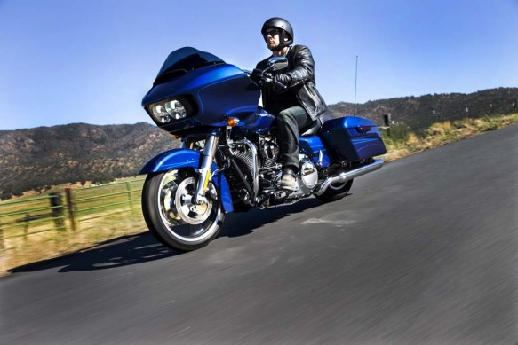 073114-2015-harley-davidson-Road-Glide-riding