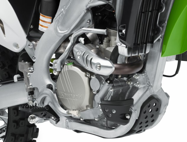 The 2015 Kawasaki KX250F's DOHC four-stoke engine has the same 77.0 x 53.6mm bore and stroke as the 2014 model, but it gets a new F1-style bridged box piston, along with a revised lower fuel injector, a heavier ignition rotor and revised ECU mapping to improve low-end and mid-range tractability.