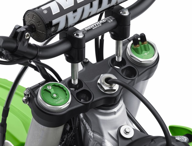 Both Kawasaki KX-F models (KX450F shown here) feature an adjustable top triple clamp that allows the rider to set the handlebars in one of four positions: standard, 25mm forward, 15mm forward or 10mm rearward.