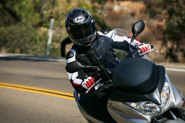 The windscreen deflects air away from the chest area and, depending on your height, channels some of that air directly towards helmet vents. An unexpected treat on warm rides.