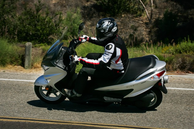 Thanks to the small wheels, turn-in is pretty quick. However, the Burgman prefers smooth and steady over wild and aggressive.