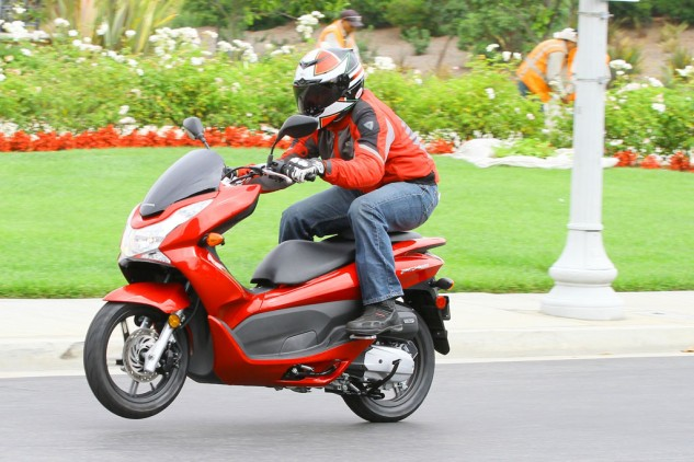 080314-mobo-scooter-honorable-mention-2013-honda-pcx150