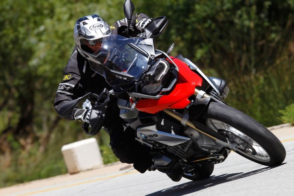 080614-2013-BMW-R1200GS-Action-Street-Cornering-Tight