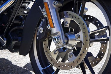 Our base model test unit was equipped with the optional Reflex Linked ABS brakes ($795). Standard on both model Road Glides is cruise control.
