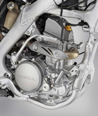 080714-honda-2015_CRF250R_engine