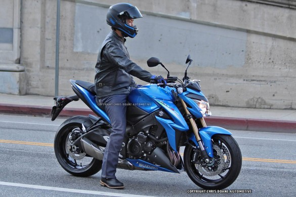 081114-2015-suzuki-gsx-s1000-spy-photos-01
