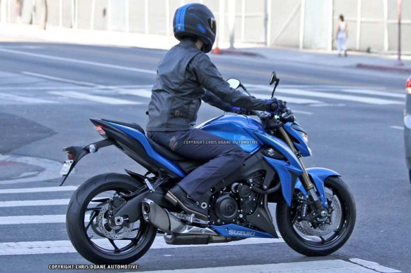 081114-2015-suzuki-gsx-s1000-spy-photos-05
