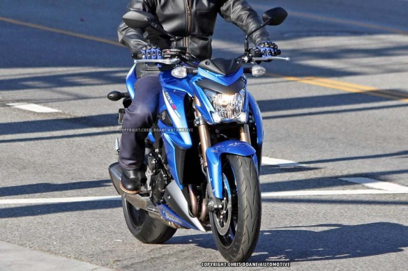 081114-2015-suzuki-gsx-s1000-spy-photos-09