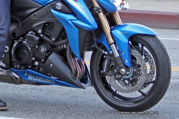 081114-2015-suzuki-gsx-s1000-spy-photos-11