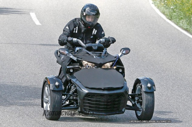 081414-2015-can-am-spyder-second-generation-spy-02