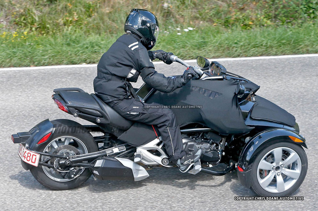 2015 can am spyder roadster spied. Black Bedroom Furniture Sets. Home Design Ideas