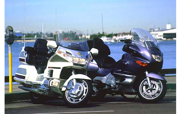 082114-top-10-shootouts-02-2000-honda-gold-wing-bmw-k1200lt
