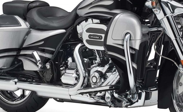 The fairing lower and the radiator it hides is the visual indication of the Twin-Cooled engine's water pumpiness.