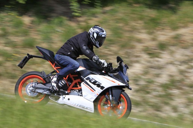 Duke, at 5-foot-8, fits the RC390 well, but a 6-foot-3 rider at the launch said he also felt comfortable with the ergonomics. Note how the stainless steel exhaust system is almost totally hidden inside the bellypan bodywork.