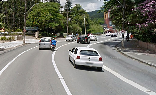 090414-google-street-view-Moto-Crash-f