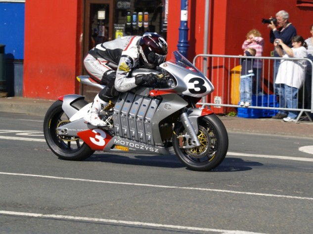 American Mark Miller, aboard the American MotoCzysz E1pc, would go on to win the 2010 TT Zero race. A special moment, no doubt, but it paled in comparison to the MotoCzysz vs. Mugen battles that started two years later.