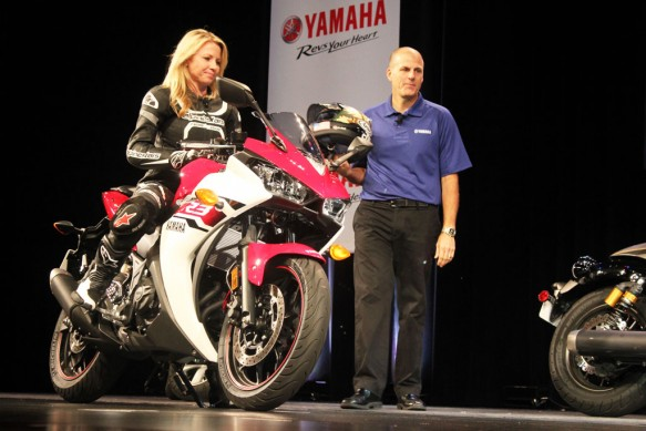 101614-2015-yamaha-yzf-r3-alyssia-edwards