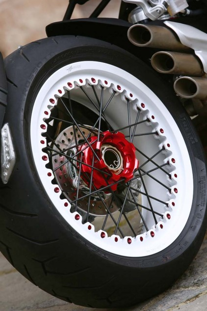 102814-2015-mv-agusta-brutale-dragster-800-rr-AS3Y4495
