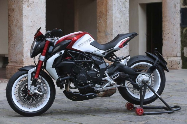 102814-2015-mv-agusta-brutale-dragster-800-rr-AS3Y4735