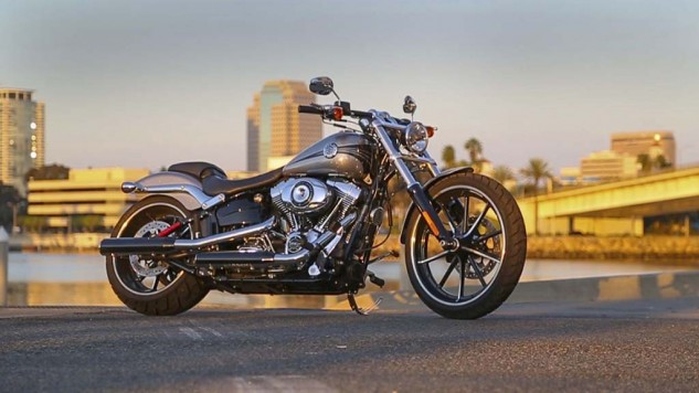 111414-big-gun-cruiser-shootout-2015-harley-davidson-breakout-787B4459.MOV.Still001