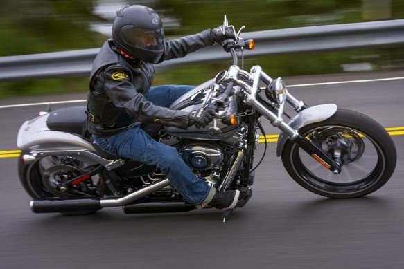 111414-big-gun-cruiser-shootout-2015-harley-davidson-breakout-_M1D0556