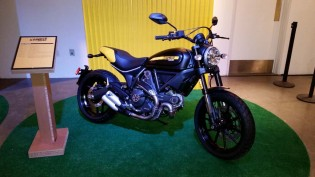 121114-2015-ducati-scrambler-Full Throttle