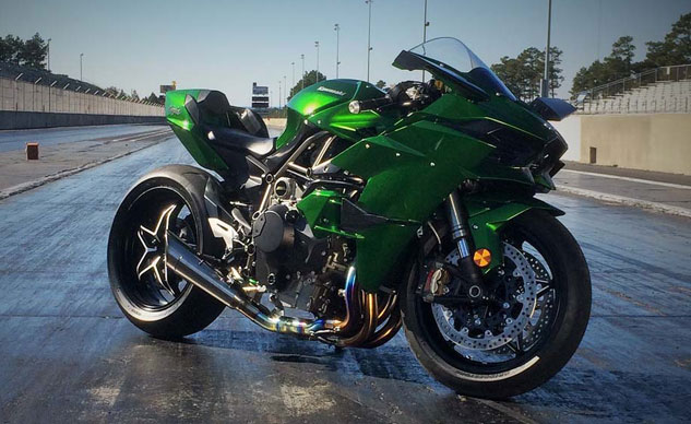 riding kawasaki s supercharged ninja h2 h2r rickey gadson interview. Black Bedroom Furniture Sets. Home Design Ideas