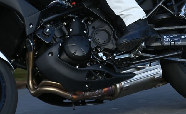 Vibration-reduction strategies on the new Versys nicely shield a rider from objectionable tingles.