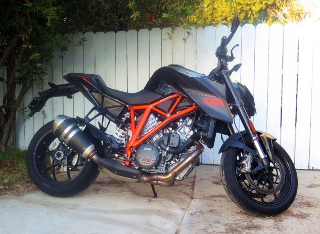 010715-2014-ktm-1290-superduke-r-right-side
