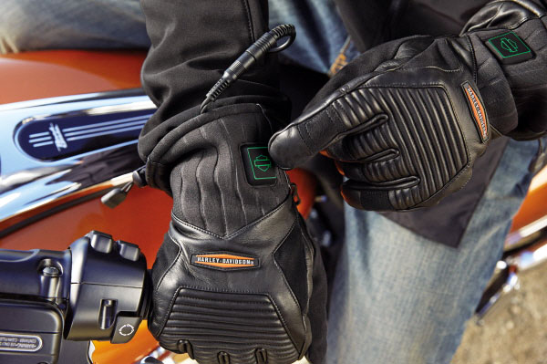 Individual controllers allow a wearer to set differing temperatures for each garment. On the color-coded temperature controller Green indicates Low, Yellow for Medium and Red for High. The green light on our test jacket liner is dim and hard to see. The yellow and red colors are brighter.