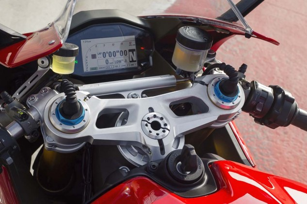 Color TFT instruments are a pleasure to read and feature screens optimized for each of the three ride modes: Rain, Sport, Race. In each, the lower part of the panel displays the selected settings for Ride Mode, DQS, DTC, EBC, DWC and ABS. New to the 1299 is an available lean-angle display. Wires at the top of the fork tubes reveal this to be a 1299 S, which features Öhlins electronic suspension.