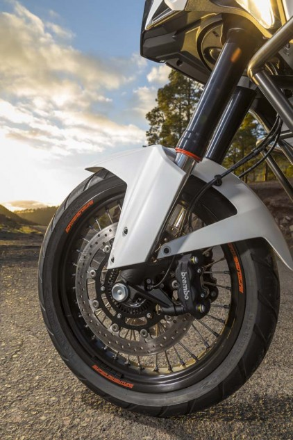 The WP semi-active fork with its anti-dive function maintains composure when subjected to extreme braking forces, never exhibiting the mushy, squirminess associated with longer travel suspension, which, on the Super Adventure, is 7.9 inches, front and rear.