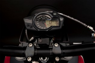 No tachometer needed here. Zero's no-frills cockpit delivers what you need to know.