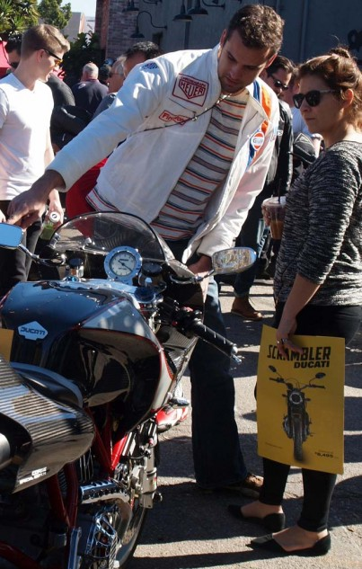 Guess who brought the Gulf/Heuer Ducati? Jacket patches do tell the story. Yes, that's the owner of the Ducati 748 seen above, Rick Carmody. His lady friend seems hinting at something for herself.