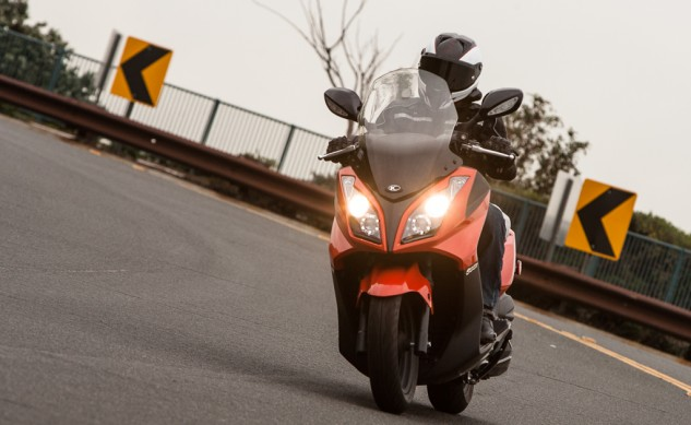 021315-300Scooters-Kymco-Downtown300i-action-4953