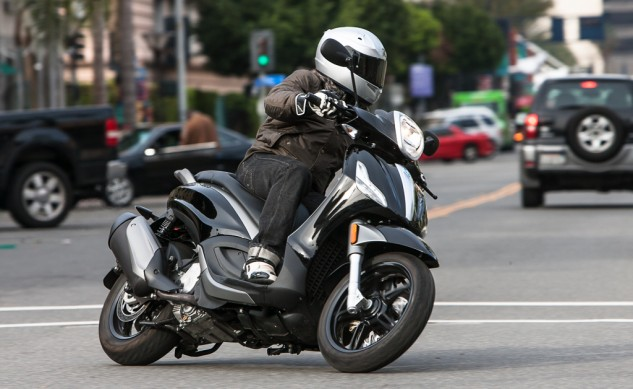 021315-300Scooters-Piaggio-BV350-action-4810